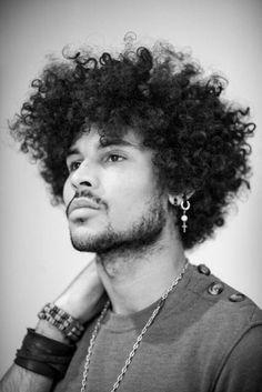 Homens com cabelo BackPower precisam de produtos diferenciados Penteados Masculinos Cortes masculinos penteados masculinos, men hair, man hair, mens hair www.shop4men.com.br