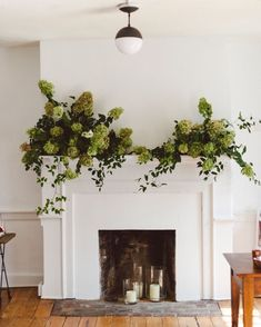 Fireplace Wedding Décor With Candles In Glass Candleholders – Winter House Unused Fireplace, Farmhouse Fireplace, Cozy Fireplace, Fireplace Mantles, Bedroom Fireplace, Wedding Mantle, Open House Parties, House Party, Green Hydrangea
