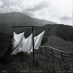 Hanging the sheets out in the fresh air. Air freshener without the bottle or dryer sheet. What A Nice Day, Doing Laundry, Laundry Room, Summer Breeze, Country Life, The Fresh, Great Photos, Installation Art, Black And White Photography