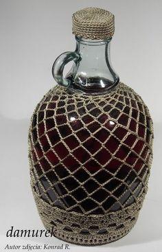 Moje butelki i inne szklane. Diy Bottle, Wine Bottle Crafts, Crochet Kitchen, Crochet Home, Bottles And Jars, Glass Jars, Decorated Water Bottles, Crochet Plant Hanger, Wine Bottle Covers