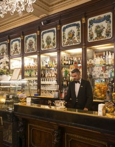 Baratti & Milano, café historique - Nos meilleures adresses à Turin - Elle Décoration Shopping In Italy, Italy Vacation, Italy Travel, Italian Bar, Italian Style, Espresso Cafe, Italian Espresso, Italy Coffee, All About Italy