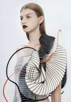 Hard Copy fashion collection by Noa Raviv Israeli fashion designer Noa Raviv has integrated elements into ruffled garments influenced by distorted digital drawings. 3d Fashion, Fashion Details, Look Fashion, High Fashion, Ideias Fashion, Fashion Trends, 3d Printed Fashion, Fashion Ideas, Fashion Patterns