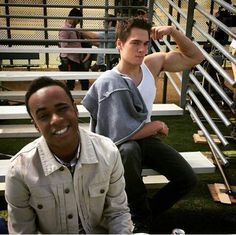 Dylan Sprayberry (Liam) & Khylin Rhambo (Mason) on the set of Teen Wolf Season 5 Teen Wolf Cast, Teen Wolf Mtv, Teen Wolf Funny, Teen Wolf Boys, Teen Tv, Dylan Sprayberry, Teen Wolf Season 5, Tyler Posey, Scott Mccall