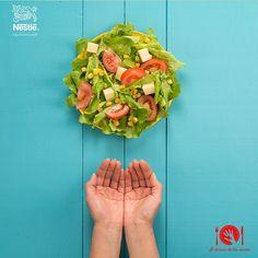 Una variedad de verduras le dará el toque ideal a tu almuerzo. La porción de ensalada en tu plato corresponde a tus dos puñados o 1 taza. #Nutricion #Alalcancedetusmanos #NutriNestle