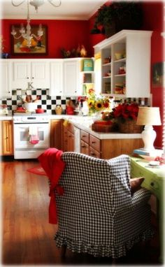 Red and White Country Kitchen. Red and White Country Kitchen. White Country Kitchen with Red Accessories Make A Short Cozy Kitchen, Kitchen Redo, Kitchen Remodel, Kitchen Design, Kitchen Ideas, Space Kitchen, Happy Kitchen, Kitchen Corner, Kitchen Paint