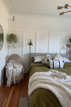 Bring the outside in with lush plants, natural decor pieces and linen bedding in olive green. Our olive green linen bedding is bound to inject some energy into any bedroom. Available in various sizes. Earthy Bedroom, Bohemian Bedroom Decor, Bohemian Style Bedrooms, Boho Decor, Olive Green Bedrooms, Bedroom Green, Room Ideas Bedroom, Linen Sheets, Linen Bedding