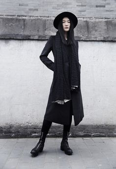 bsides the hat, id rock this . or enjoy a bf wearing this too- kinda futuristic androgynous style - me luvs it. Dark Fashion, Gothic Fashion, High Fashion, Fashion Fashion, Street Fashion, Fashion Ideas, Vintage Fashion, Street Style Boho, Moda Fashion