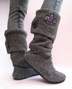 Upcycled Sweater Boots: What do you get if you mix and old sweater, some cheap flat shoes, and lots of hot glue? Sweater boots, that's what! Old Sweater, Sweater Boots, Upcycled Sweater, Cheap Flat Shoes, Vintage Jewelry Crafts, Diy Jewelry, Jewelry Making, Diy Fashion Accessories, Recycled Fashion