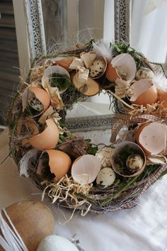 "Frühling - Osterkranz ""Little Egg Lily .ml 2019 Easter Table, Easter Party, Easter Eggs, Easter Wreaths, Christmas Wreaths, Diy Spring Wreath, Deco Floral, Egg Decorating, Egg Shells"
