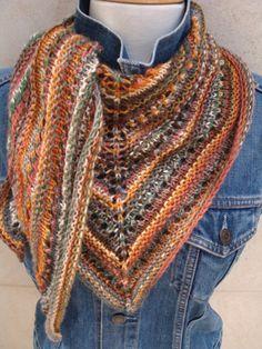 a64e3b832054 Châle triangle tricoté avec 2 pelotes de KNITCOL de Adriafil, laines et  modèles chez La Marchande de Laine.