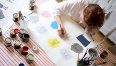 Blassere Farben zum Relaxen empfiehlt Charlotte Cosby. Und sie muss es schließlich wissen. Seit neun Jahren ist sie die Kreativchefin des traditionsreichen britischen Farb- und Tapetenherstellers Farrow & Ball. Uns stand die 32-Jährige rund um Farbe in den vier Wänden Rede und Antwort.