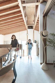 ハンモックをブランコ代わりにして遊ぶ娘さんは小学3年生。 Outdoor Furniture, Outdoor Decor, Sun Lounger, Stairs, Architecture, Sports, Home Decor, Arquitetura, Hs Sports