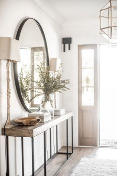 Hallway Decor: 8 People Who Know How To Make An Entrance Hallway Decor: 8 Peopl… - Eingang Design Jobs, Design Ideas, Design Design, Hall Design, Graphic Design, Design Model, Logo Design, Flur Design, Entry Hallway