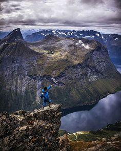 📍Slogen, Sunnmørsalpene Congratulations: @noooondal #norwayhike #norway #norge #utno #turistforeningen #mittlekeland #mountains #bestmountainartists #hikingworldwide #hikingculture #hike #hiking #view #fjord #fjords #freedom #landscapephotography #landscape #nature #photooftheday #mittnorge #dreamchasersnorway #norgefoto #norges_fotografer