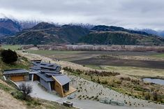 Built by Sarah Scott Architects Ltd in Wanaka, New Zealand with date Images by Mickey Ross. The site is located on Roy's Peninsula on the shores of Lake Wanaka approximately North of Wanaka. The building . Cabana, Lake Wanaka, Design Exterior, Villa, Ranch Style Homes, Modern House Design, Interior Design Inspiration, Design Ideas, Modern Architecture