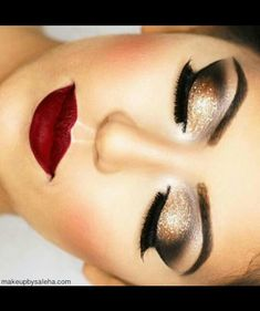 Gold/black shadow with red lips