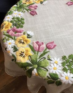 Border Embroidery, Flower Embroidery Designs, Cute Embroidery, Hand Embroidery Stitches, Machine Embroidery Patterns, Crewel Embroidery, Embroidery Ideas, Embroidery On Clothes, Embroidered Clothes
