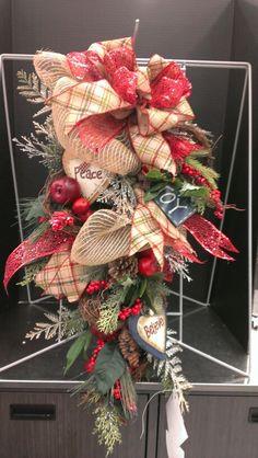Christmas teardrop swag with wood tags...Robin Evans