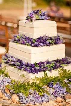 Lavender wedding cake ... Wedding ideas for brides, grooms, parents & planners ... https://itunes.apple.com/us/app/the-gold-wedding-planner/id498112599?ls=1=8 … plus how to organise an entire wedding ♥ The Gold Wedding Planner iPhone App ♥ http://pinterest.com/groomsandbrides/boards/