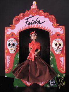 Santuario Frida Kahlo | Flickr : partage de photos ! Frida Kahlo Diego Rivera, Frida And Diego, Day Of The Dead Artwork, Folk, Mexican Designs, Doll Painting, Portfolio, Skull Art, Doll Patterns