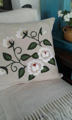 Camino De Mesa Bordado A Mano 135x35 Cm - $ 980,00 en Mercado Libre Hand Embroidery Stitches, Crewel Embroidery, Hand Embroidery Designs, Cross Stitch Embroidery, Embroidery Patterns, Floral Bedspread, Felt Pillow, Patchwork Cushion, Decorative Pillows