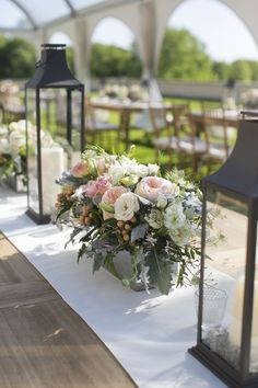 20 Summer Tablescape Ideas for an Outdoor Party - Elegant Summer Table Decor Summer Table Decorations, Summer Centerpieces, Decoration Table, Table Centerpieces, Wedding Decorations, Outdoor Table Decor, Rustic Outdoor, Floral Centerpieces, Outdoor Dining