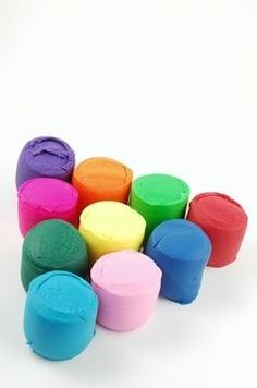 DIY oven bake clay 2 cups cornstarch 2 cups baking soda 1 1/4 cups cold water Food coloring or dye (optional) Sculpey Clay, Polymer Clay Crafts, Diy Clay, Polymer Clay Magnet, Kids Crafts, Easy Crafts, Crea Fimo, Baking Clay, Baking Soda