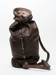 Hob(r)o(ke) bag. Wanderlust-ready, turns lambs to lions.