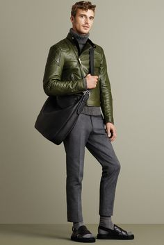 Bally Fall 2015 Menswear Fashion Show Collection: See the complete Bally Fall 2015 Menswear collection. Look 11 Leather Jacket Outfits, Men's Leather Jacket, Leather Jackets, Fashion Show, Mens Fashion, Fashion Menswear, Winter Fashion Casual, Hommes Sexy, Mens Fall
