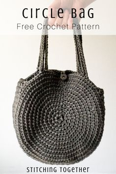 The Cities Crochet Circle Bag Part 1 Make the trendiest bag of the season with this easy croch Free Crochet Bag, Crochet Market Bag, Crochet Tote, Crochet Purses, Diy Crochet, Crochet Crafts, Crochet Projects, Crochet Pattern, Free Pattern
