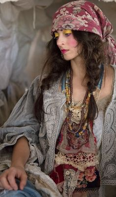 In case you also long to be a gypsy goddess, be sure you know all of the principles and magnificence tips on how to wear the boho-chic style fad! Bohemian Lifestyle, Bohemian Gypsy, Gypsy Style, Bohemian Style, Boho Chic, Bohemian Living, Hippie Style, Bohemian Clothing, Moda Hippie