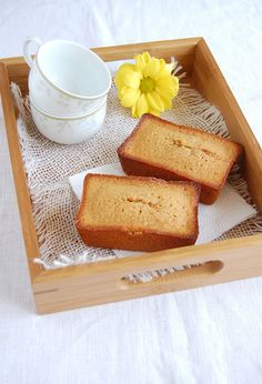 Financiers de doce de leite // Dulce de leche financiers -- Recipe in English: http://www.technicolorkitcheninenglish.blogspot.com.br/2012/05/dulce-de-leche-financiers-genius-idea.html