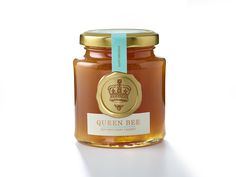 Fortnum & Mason Queen Bee Honey on Packaging of the World - Creative Package Design Gallery Honey Packaging, Bottle Packaging, Food Packaging, Packaging Ideas, Beeswax Recipes, Packaging Inspiration, Honey Label, Honey Shop, Bee Friendly