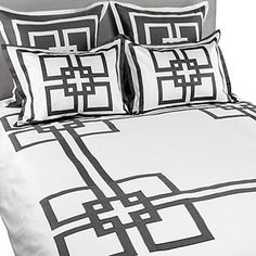 Pretty bedding. This is my favorite pattern!