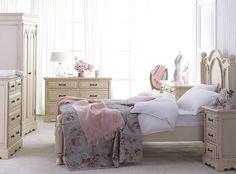 schlafzimmer shabby chic weiße möbel blumenmuster tapeten ... - Shabby Schlafzimmer Rosa