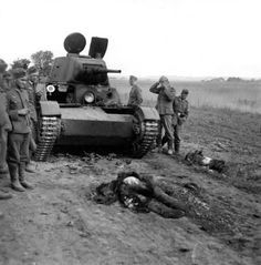Pity of War: Death on the Battlefield Ww2 History, Military History, Battle Of Stalingrad, T 26, Nuclear War, Military Pictures, Ww2 Tanks, Red Army, German Army