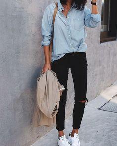 """35 gilla-markeringar, 4 kommentarer - Rebecca Pecci (@rebeccapecci) på Instagram: """"Rise & shine ☀ En snygg outfit som passar lika bra höst som vår. Svarta jeans, vita sneakers och…"""""""