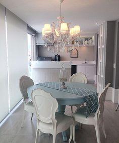 Um terraço gourmet muito charmoso e bem elegante!! By @moniserosaarquitetura #arquiteturadeinteriores #espacogourmet  #arquitetura #archdecor #archdesign #archlovers #interiores #instahome #instadecor #instadesign #design #detalhes #produção #decoreseuestilo #decor #decorando #decordesign #luxury #decorlovers #decoração #decoration #homestyle #homedecor #homedesign #decorhome #home #terraço #varanda #decoracaodeinteriores #detalhes #decorazione
