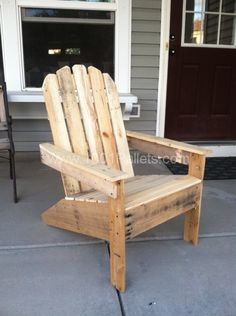 Mobilier 2013 07 02 Adirondack Pallet Chairs in pallet furniture with patio Outdoor Garden Furniture Pallet Garden Furniture, Furniture Projects, Rustic Furniture, Pallet Projects, Furniture Design, Funky Furniture, Plywood Furniture, Chair Design, Design Design