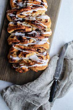Nem kanelstang med remoncefyld. En hjemmelavet kanelstang smager bedre end bagerens kanelstang. Få opskrift med billeder her.