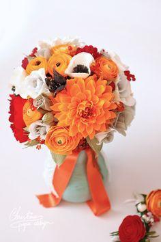 Paper flowers alternative weeding bouquet. DIY wedding flowers.