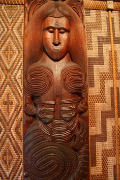 Female image inside the meeting house at the Waitangi Treaty Grounds (Bob Sessions photo) Maori Words, Polynesian People, Maori Designs, Nz Art, Pattern And Decoration, Maori Art, Big Salad, Bone Carving, Female Images