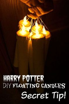 The SECRET Tip to DIY Floating Candles from the Harry Potter Holiday House Tour: HOLY cow she has everything laid out so simply with TONS of links to all of the tutorials and products she bought for their Harry Potter Christmas decor! Harry Potter Motto Party, Décoration Harry Potter, Harry Potter Halloween Party, Harry Potter Cosplay, Harry Potter Wedding, Theme Halloween, Harry Potter Birthday, Harry Potter Adult Party, Halloween Images