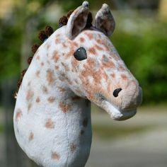 Tilausjonon arvontaan osallistuminen on nyt auki! Ostallistuminen päättyy 18.7 ja paikan saajat arvotaan seuraavana päivänä. Horse Stables, Horse Tack, Stick Horses, Horse Crafts, Hobby Horse, Horse Photos, Animals And Pets, Giraffe, Doll