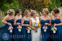 #bride #bridesmaids #bridalparty #thegirls #photoshoot #flowers #spring #sunflowers #aziccardi