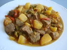 CARNE GUISADA CON PATATAS * 3 patatas * 650 gr. de carne para guisar * 1 cebolla * 2 dientes de ajo * ½ pimiento rojo * 2 zanahorias...