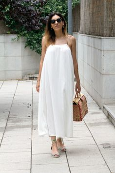 WHITE DRESSES: ANOTHER WARDROBE ESSENTIAL Zara, Strapless Dress, Essentials, White Dress, Dresses, Fashion, Slip Dresses, White Gowns, Closets