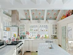 The pink-and-blue print even climbs up the ceilings in the kitchen — proof that the designer just couldn't resist it.