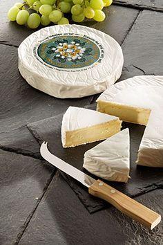 Le Cru Fagnes  Orgánica se suavizó queso a partir de leche cruda con una corteza enmohecida. Su peso es de unos 800 gramos. El CRU DES FAGNES se asemeja a un Brie de Meaux, debido a su característica láctico.  Sin embargo, son necesarios para envejecer al núcleo y que pueda liberar su abundante y cremosa pasta de unas pocas semanas de almacenamiento.