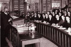 Colleges hoefkunde Utrecht  in 1911 werden  gedomineerd door mannen voor Jeanette Voet zich als studente inschreef in 1925. Stichting Academisch Erfgoed